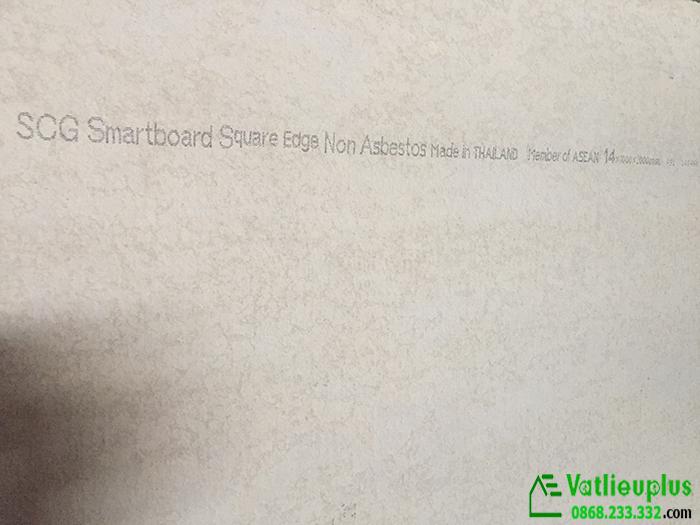 bề mặt sau của tấm smartboard