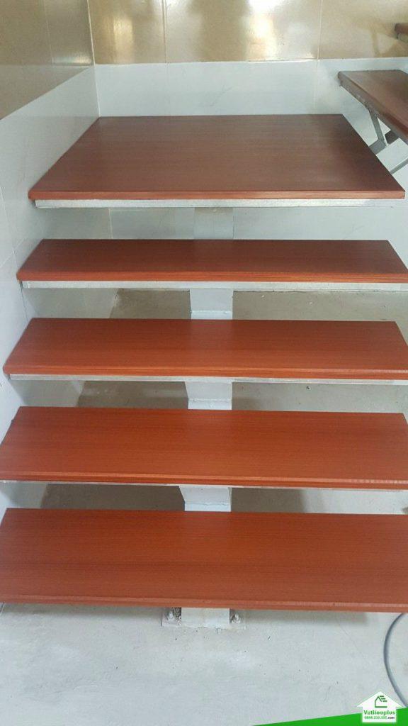 thanh xi măng giả gỗ ốp cầu thang (2)